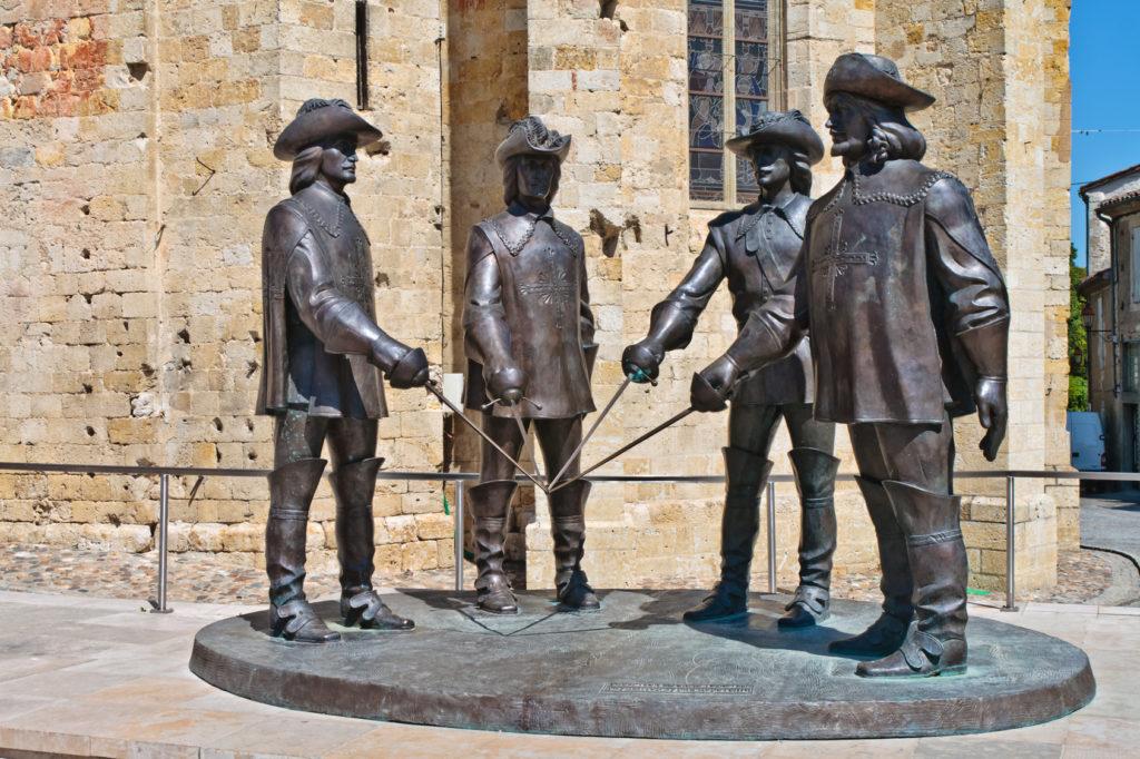Statue de d'Artagnan et des trois mousquetaires (Zurab Tsereteli)